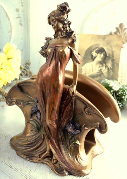 IDEER TIL FØDSELSDAGSGAVE. Art Nouveau servietholder med